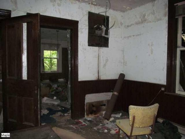 Before the boards - Christian-Hoover-House118.jpg