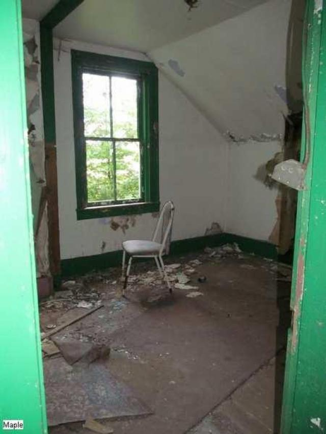 Before the boards - Christian-Hoover-House123.jpg