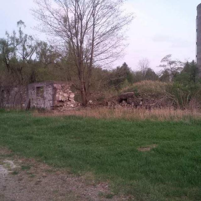 May 2015: tons of graffiti :( - Huttonville-Farm-Ruins12.jpg
