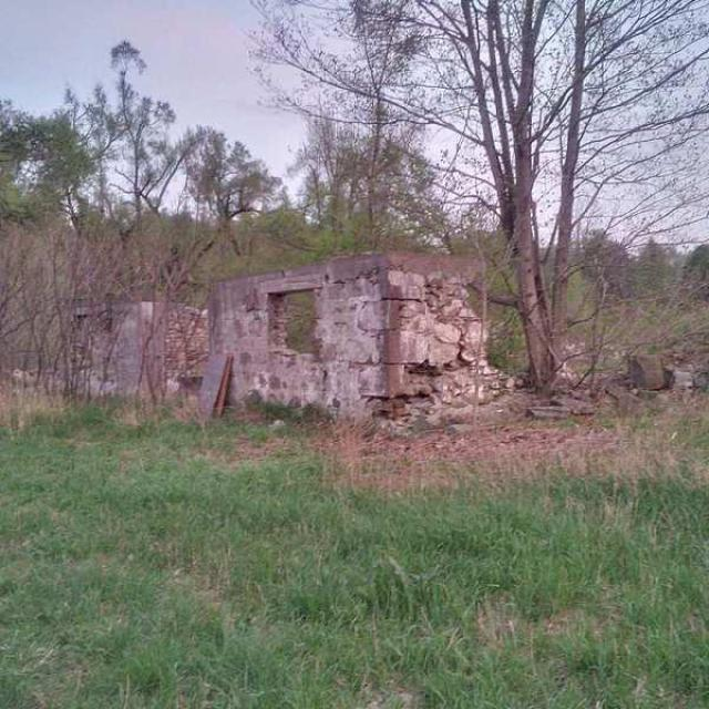 May 2015: tons of graffiti :( - Huttonville-Farm-Ruins7.jpg