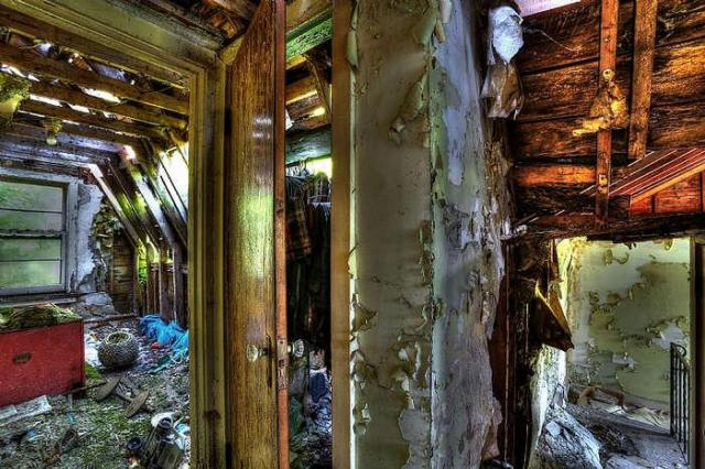 Apart at the seams... - Winchester-Mystery-House64.jpg