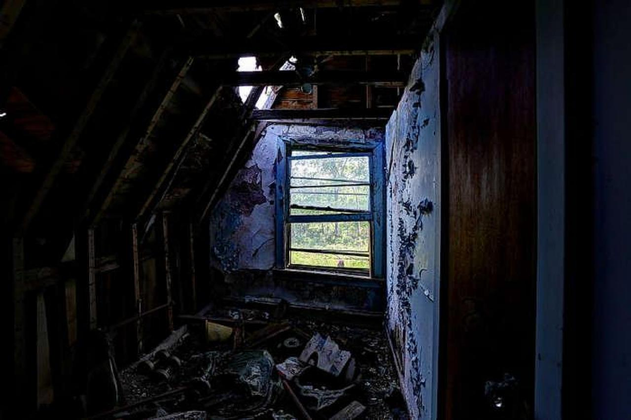 Apart at the seams... - Winchester-Mystery-House65.jpg