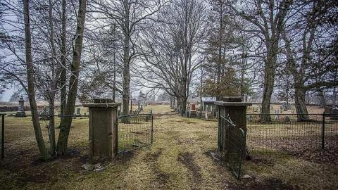 Loyalist Cemetery cover photo