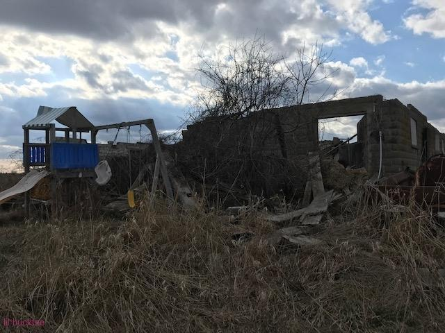 collapsed house - living-in-trailers-but-life-a-movie1.jpg