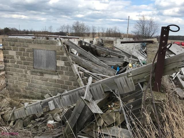 collapsed house - living-in-trailers-but-life-a-movie2.jpg