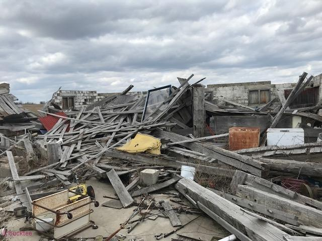 collapsed house - living-in-trailers-but-life-a-movie4.jpg
