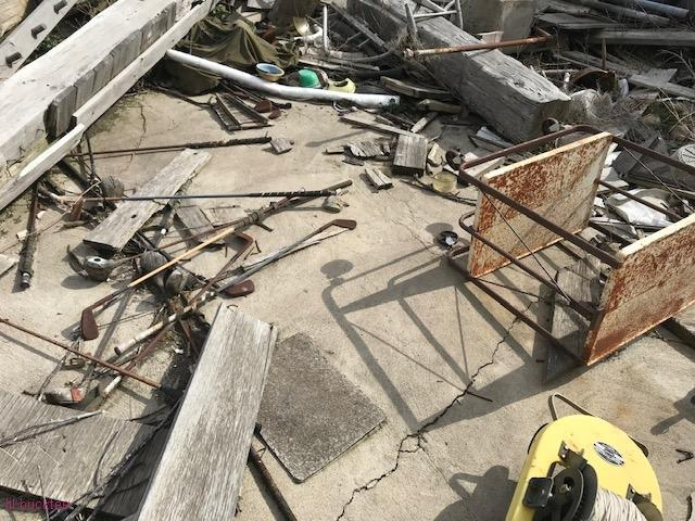 collapsed house - living-in-trailers-but-life-a-movie6.jpg