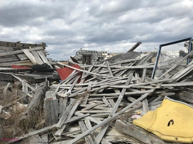 collapsed house - living-in-trailers-but-life-a-movie7.jpg