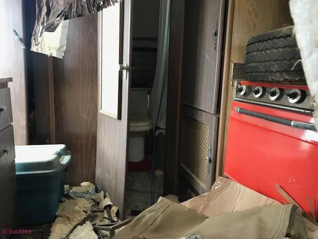 small trailer - living-in-trailers-but-life-a-movie27.jpg