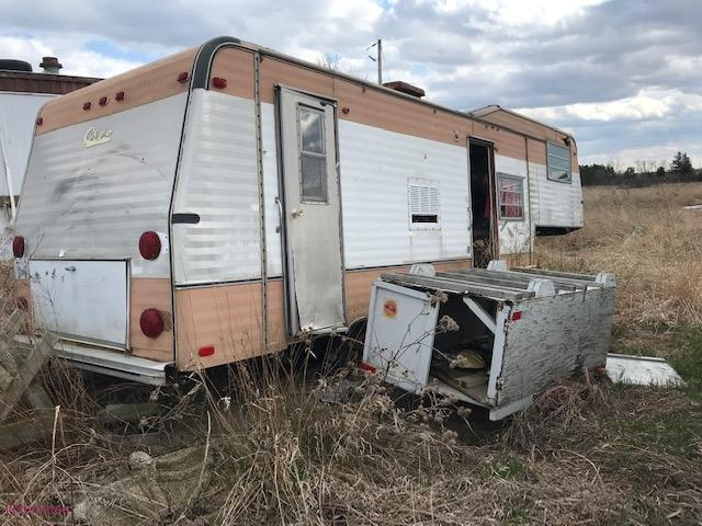 small trailer - living-in-trailers-but-life-a-movie31.jpg