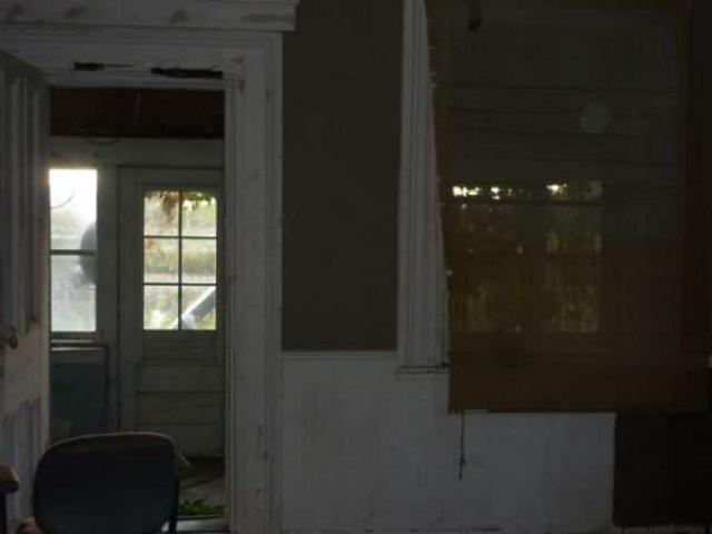 Abandoned just outseid of lamb - Lambeth-Country-Home162.jpg