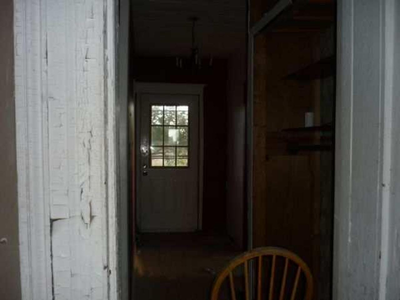 Abandoned just outseid of lamb - Lambeth-Country-Home165.jpg