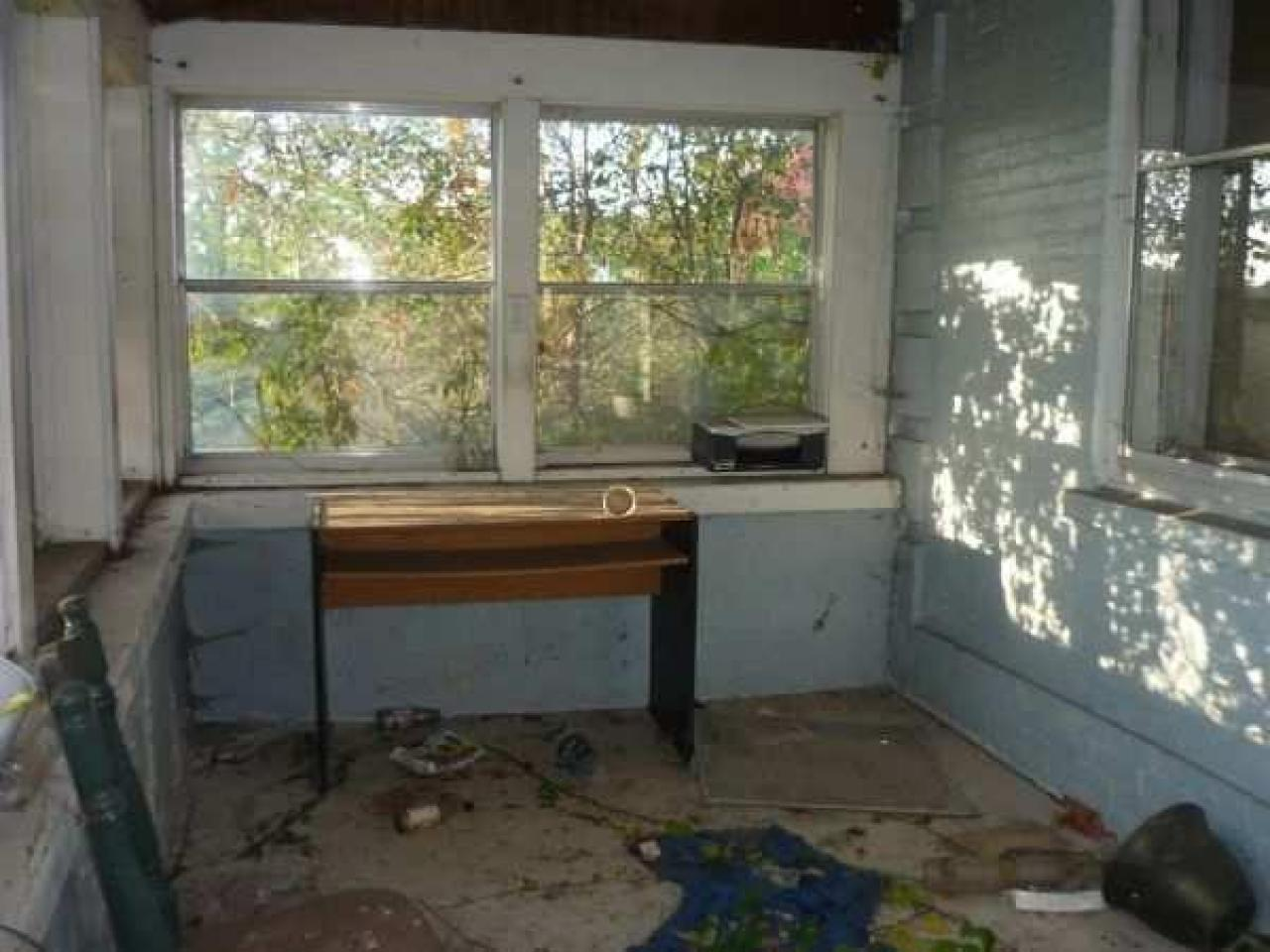 Abandoned just outseid of lamb - Lambeth-Country-Home31.jpg